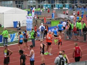 De drie kampioenen vlak na de finish van Izaäk.